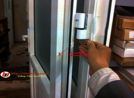 Chỉnh cửa nhựa lõi thép bị xệ