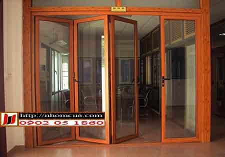 Lựa chọn cửa nhôm vân gỗ cho căn hộ chung cư cao cấp.