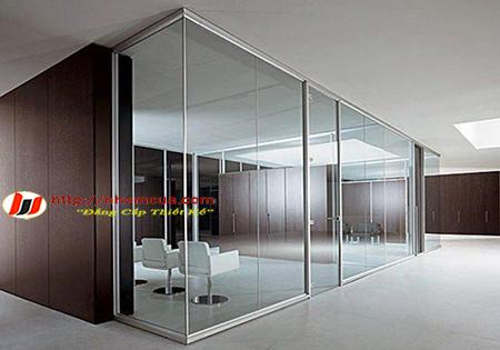 Những hệ cửa nhôm kính kết hợp với kính cường lực.