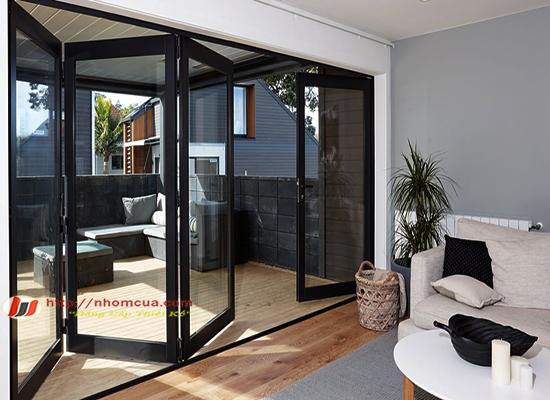 Nguyên tắc chọn cửa nhôm hệ cao cấp cho phòng khách.
