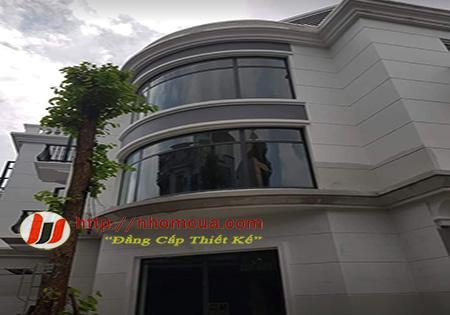 Cửa đi nhôm Xingfa cao cấp mở quay được sản xuất tại Hải Dương.