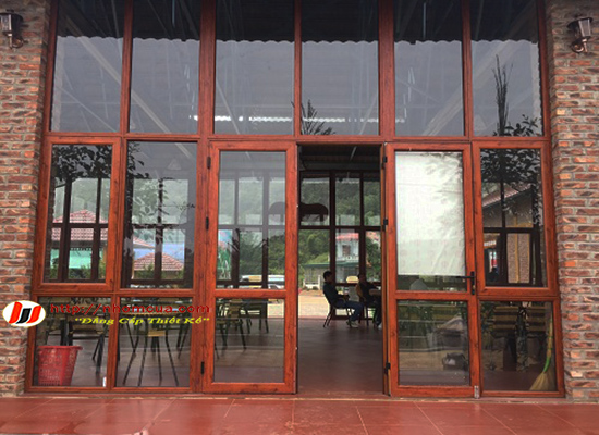 Thiết kế cửa nhôm Xingfa vân gỗ nhập khẩu tại Hải Dương.