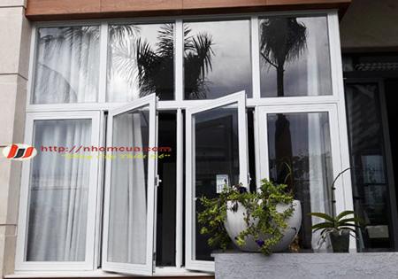 Giới thiệu về cửa sổ mở quay nhôm Việt Pháp.