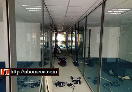 Mẫu cửa nhôm Việt Pháp dành cho văn phòng thêm chuyên nghiệp.