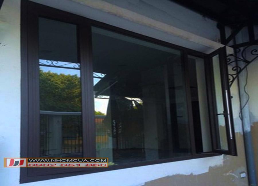 cửa sổ nhôm mở quay
