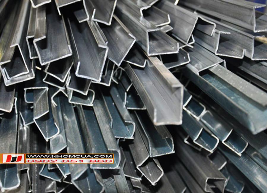kho chứa nguyên liệu lõi thép